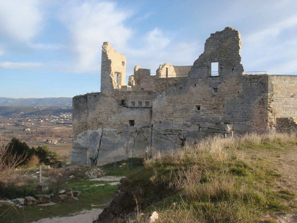 Le village Lacoste et son chateau