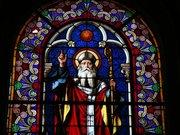 L un des vitraux du Collégiale Saint-Martin de Candes