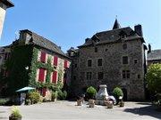 Sainte-Eulalie-d'Olt place du Château