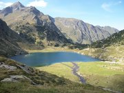 La cascade du lac d'Espingo et le lac d'Oô