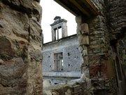 Château de Bidache - fenêtre vue de l'intérieur