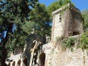 Chateau de La Barben 04