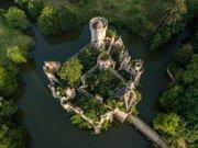 vue de drone du Château de la Mothe-Chandeniers