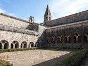 Abbaye du Thoronet, le cloître extérieur. Var