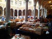 Marché du livre d'occasion dans la Vieille Bourse de Lille